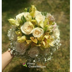 1226 | Bridal bouquet with roses and alstroemerias