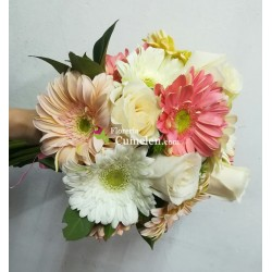 1227 | Bridal bouquet in gerberas and roses